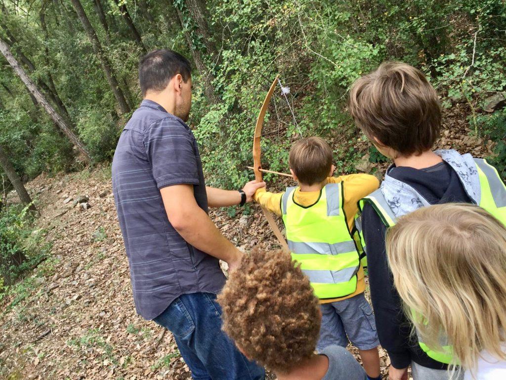 Actividades en el exterior de una escuela bosque