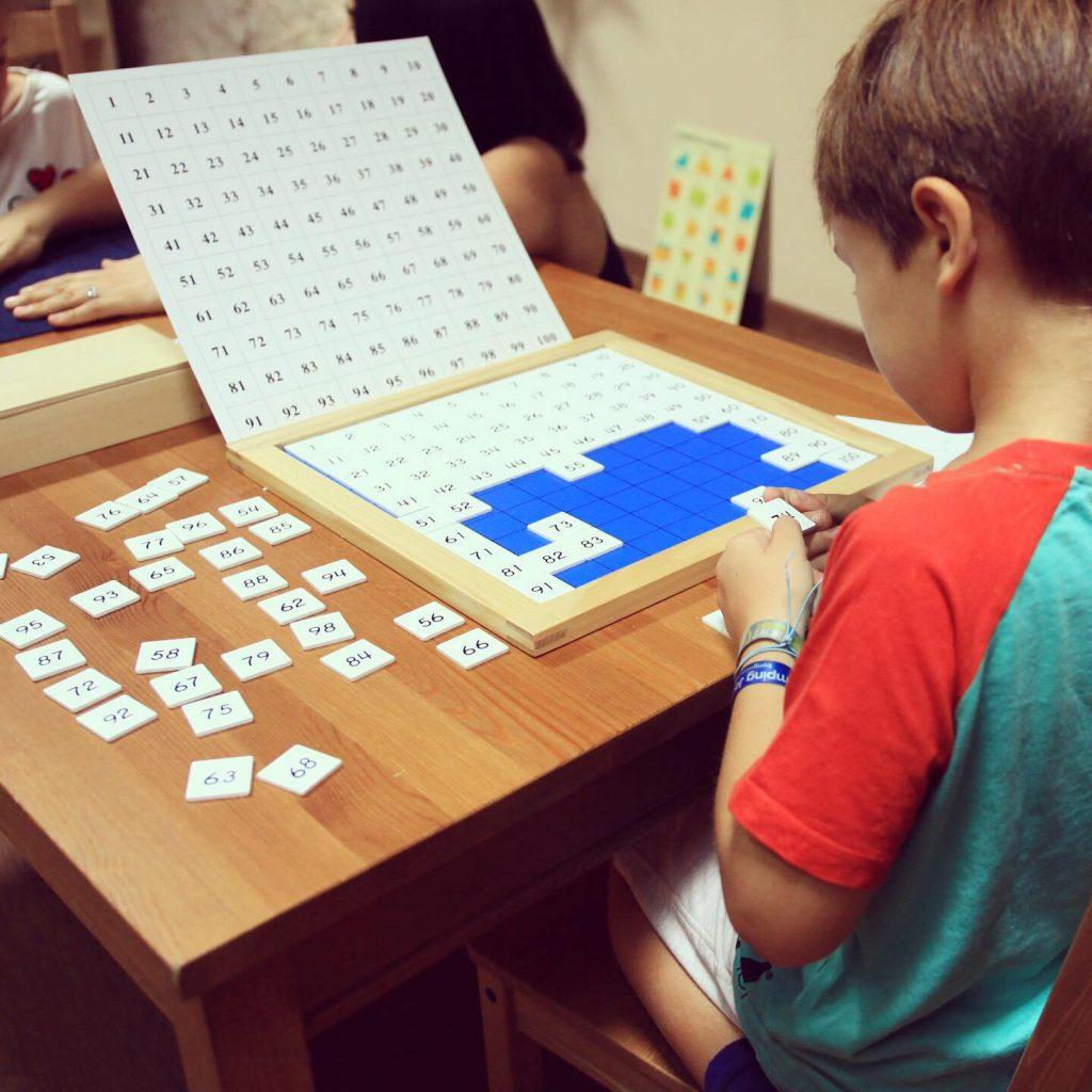 Material educativo escuela Montessori primaria